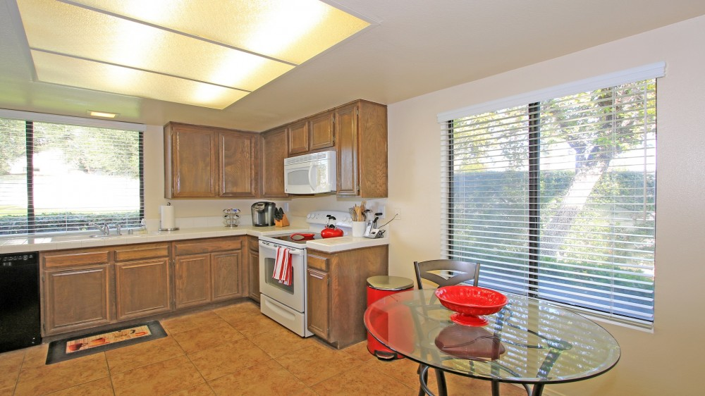 Beautiful 3 BDRM/2 BA Next to Clubhouse