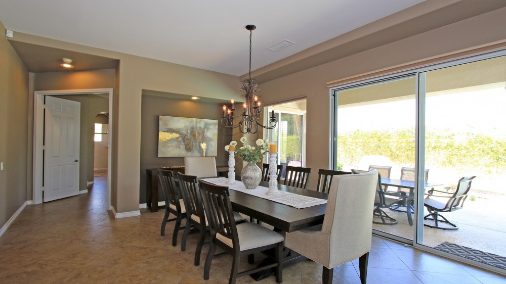 Decorator 3 BDRM, 3 BA Home with Pool & Spa!  Walk to Shopping, Restaurants & Theater!