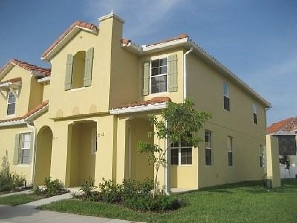 Kissimmee vacation rental with 1600 sqft 3 bedroom end unit townhome
