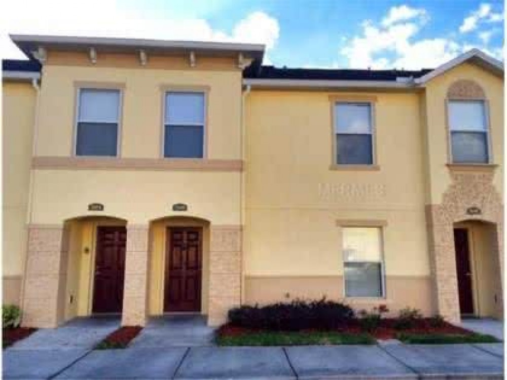 Kissimmee vacation rental with 1900 sqft 4br/3ba townhome
