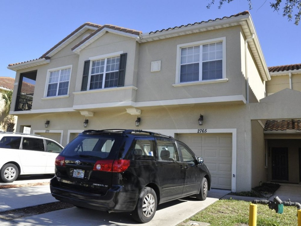 Kissimmee vacation rental with 1808 sqft 2 story townhome with garage