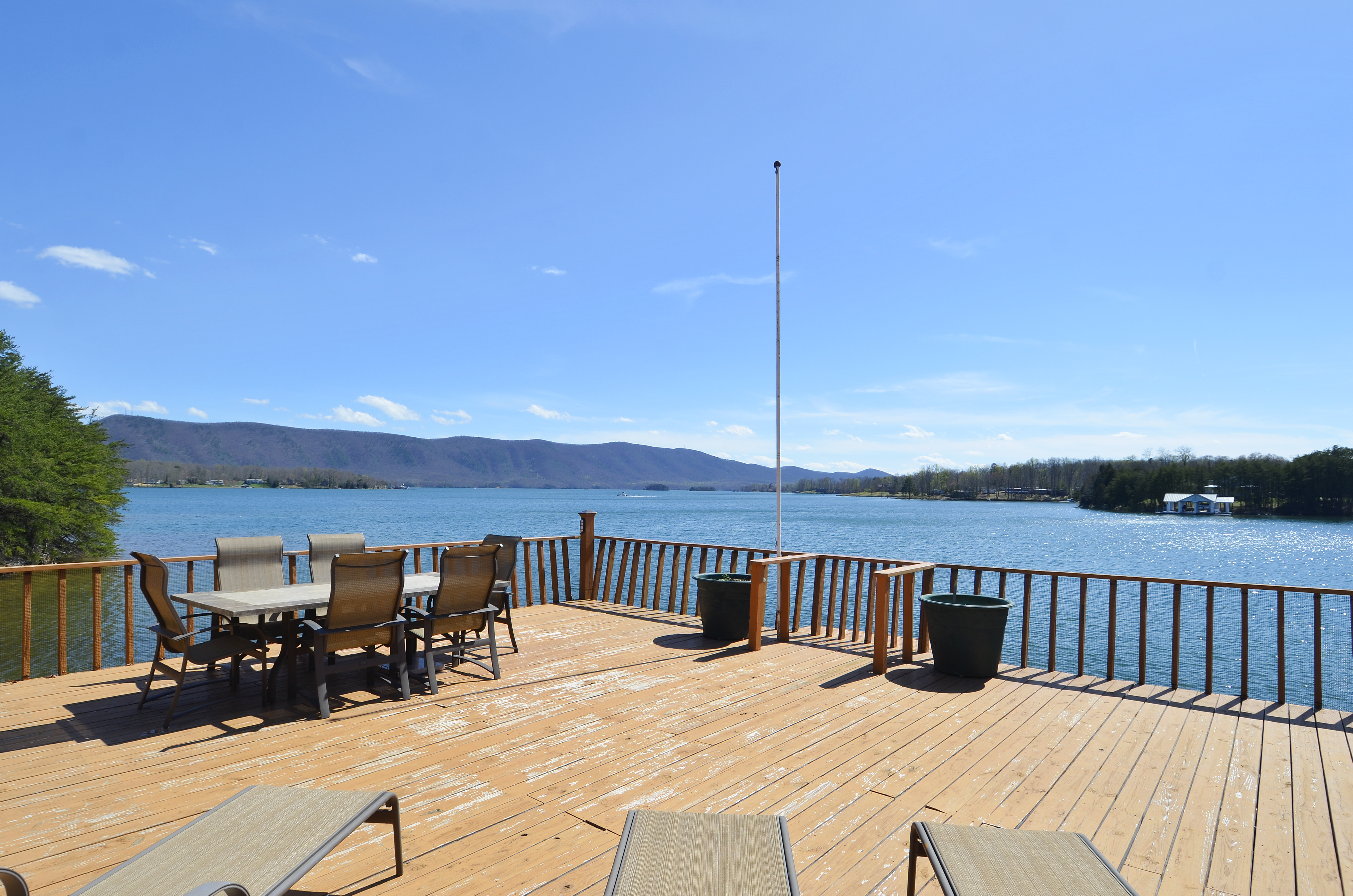 Hot-Tub, Gas fire, Ping-Pong, Pool Table, Dog Friendly, Guest Cabin, Sandy Beach