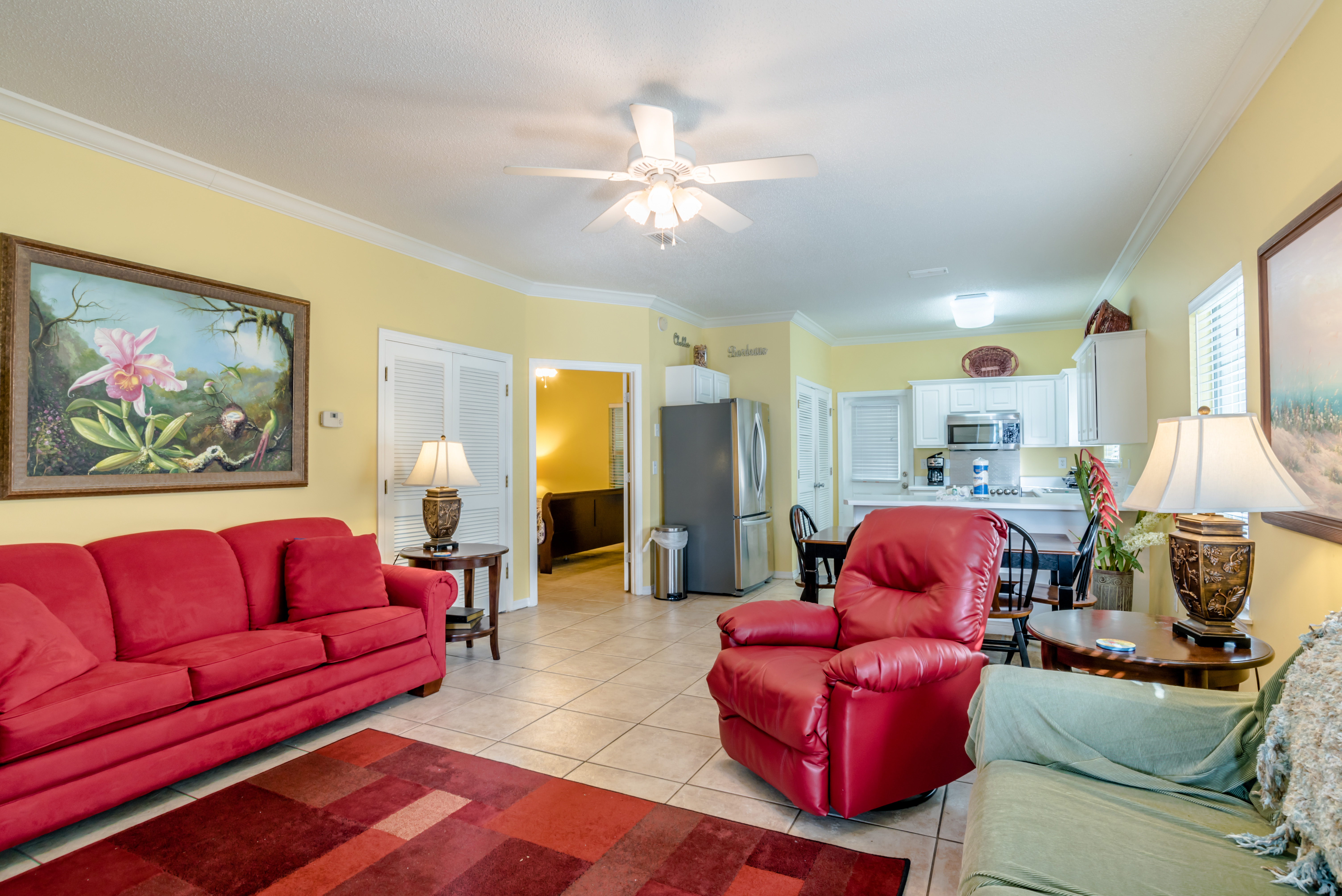 Great Villa Home with Plush Furnishings, Pet Friendly, Pool, Close to Wharf!!