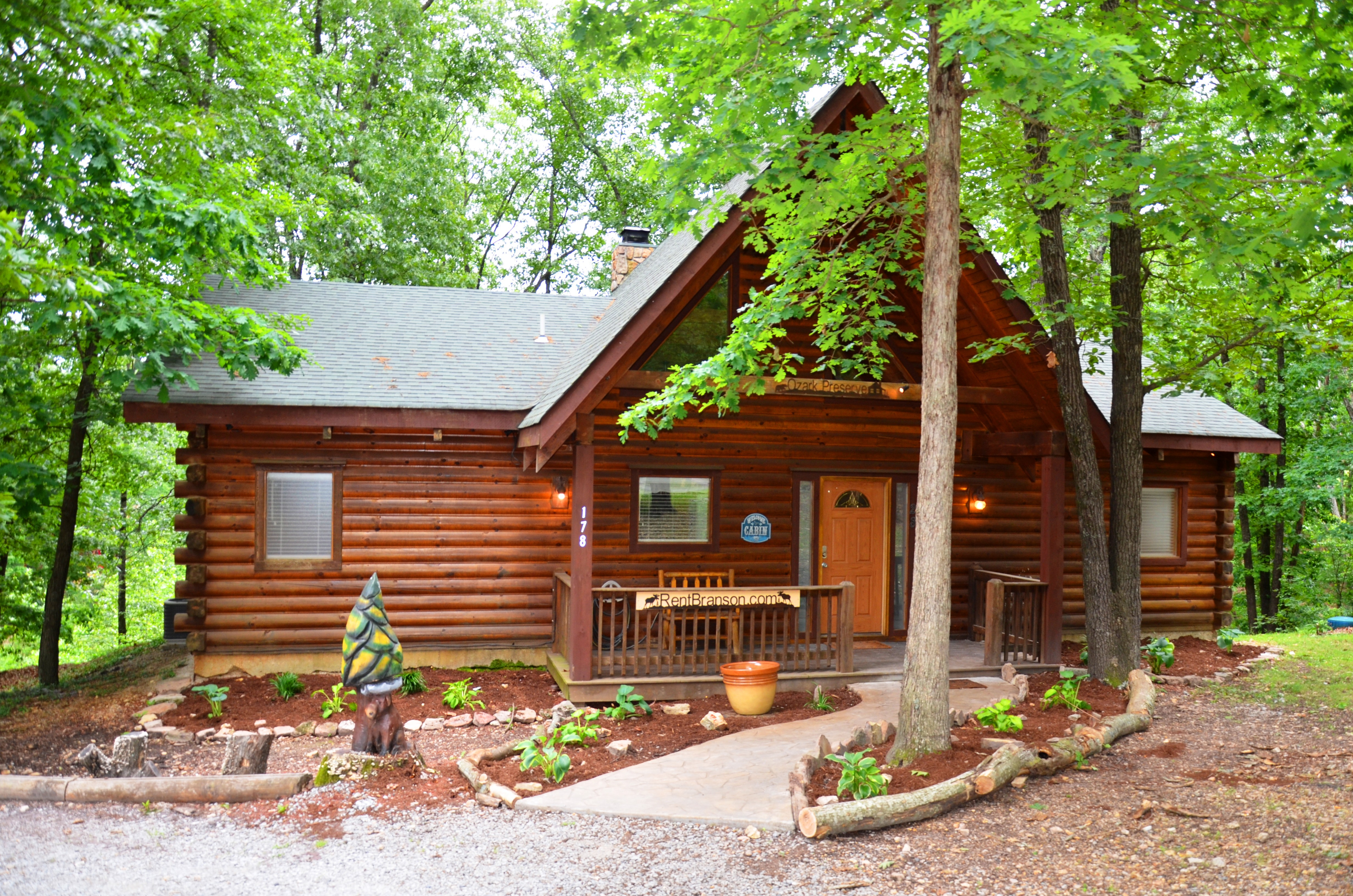 Great Location, Premium Log Cabin Vacation Experience, HotTub,Jet bathtubs,Woods