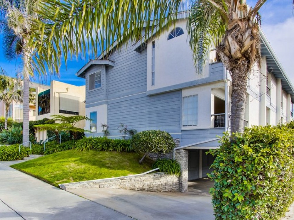 La Jolla vacation rental with Bonair Beach House is the rear unit that has the garage and then the ground floor has the living area and 2nd floor has 2 bedrooms and 2 full bathrooms