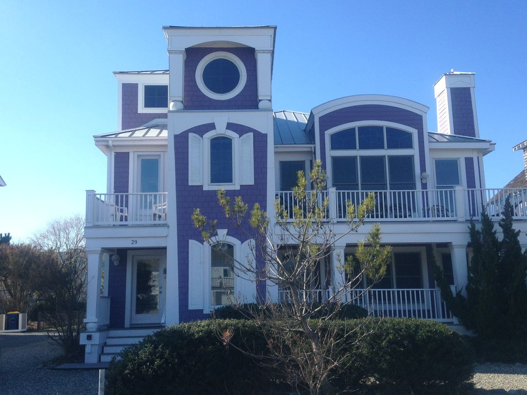 30 yds from beach,7 bdr, 61/2 bath sleeps 16 to 19