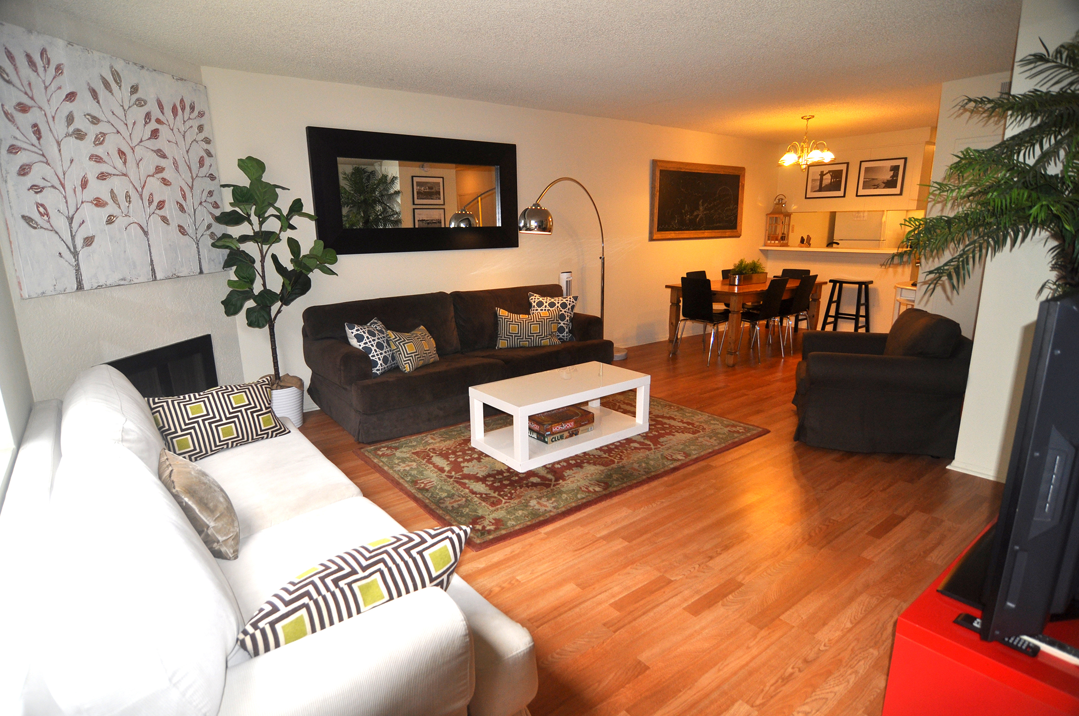 LOCATION!! Spacious 3bd+2.5ba Townhouse, Walk to Pier