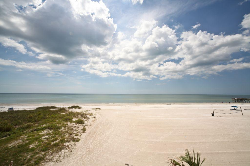 The Perfect Getaway!! 3 bedroom Gulf Front Beach Cottages I 208 condo on Indian Shores