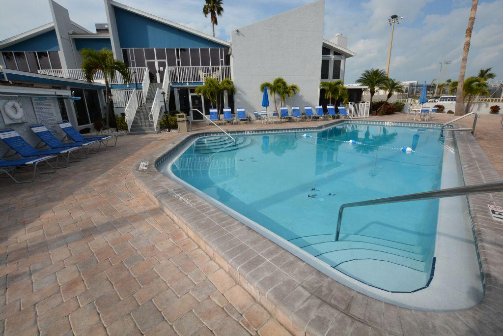 Adorable1 bedroom condo!! Madeira Beach Yacht Club
