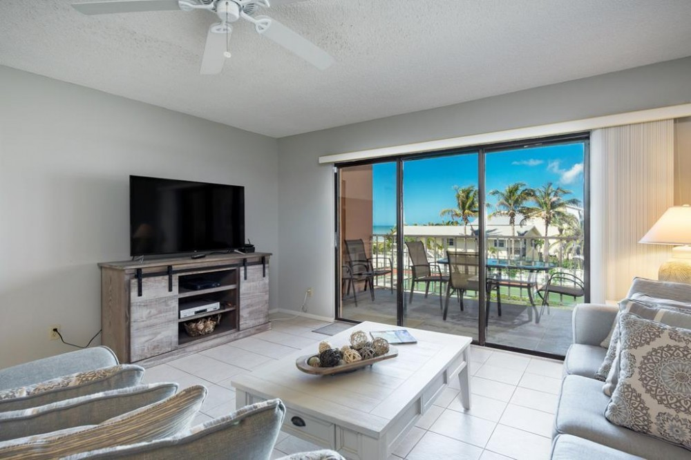 Indian Rocks Beach vacation rental with Living room with private balcony and Gulf view