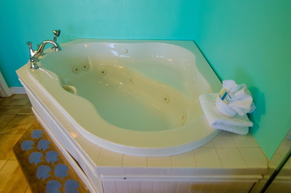 Panama City Beach vacation rental with Sandcastle Dreams  Edgewater 104T2 has an amazing spa tub