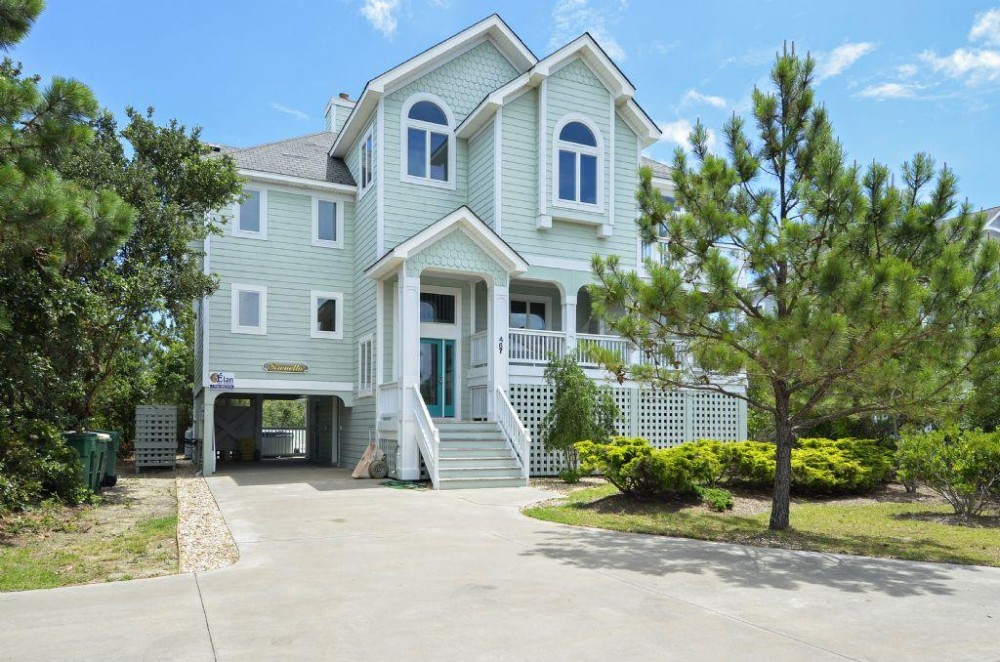 Corolla vacation rental with A Wave from it All