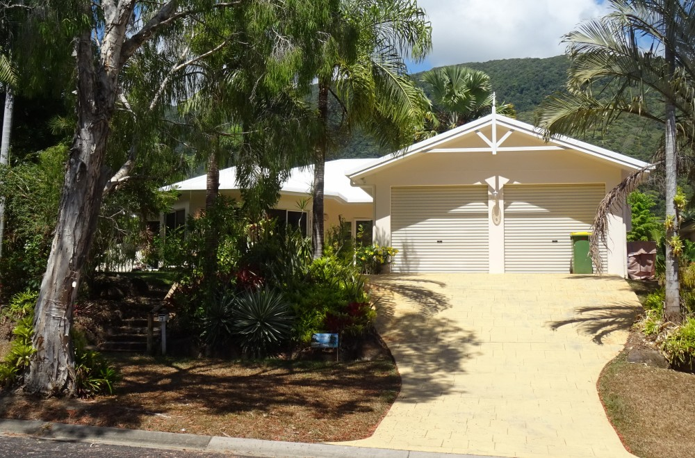 Palm Cove vacation rental with 7 Trivia St Palm Cove