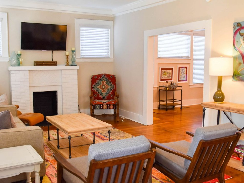 Tuscaloosa vacation rental with Living Room!