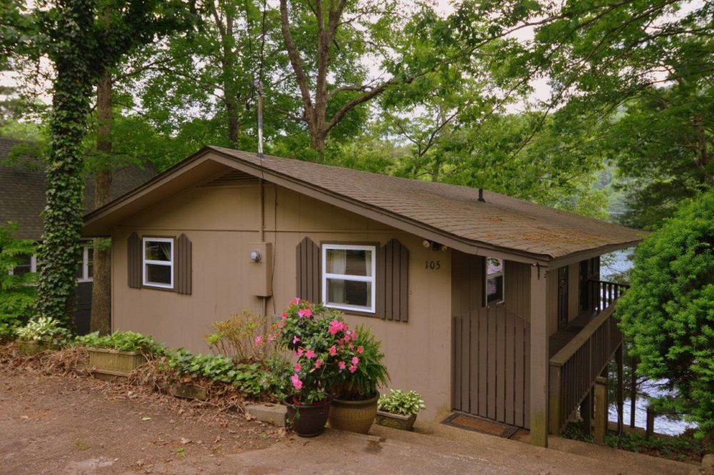 Robbinsville vacation rental with Street Side Entrance