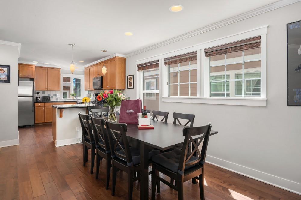 Seattle vacation rental with The dining area includes a large  expandable  dining table