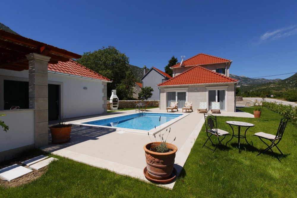Split vacation rental with