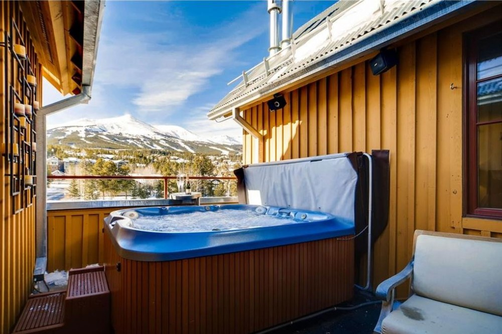 Breckenridge vacation rental with PERFECT IN-TOWN LOCATION - CLOSE TO SLOPES - GREAT VIEWS