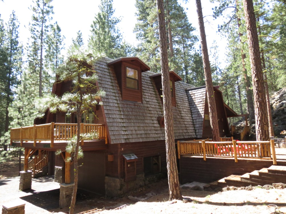 Black Butte Ranch vacation rental with Thisamazing6bedroomwithlogaccentsisbetweentheSouthMea