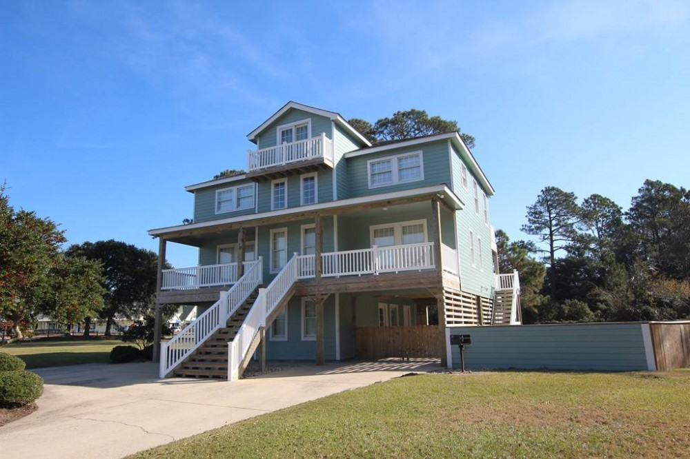 Corolla vacation rental with Heaven  s Light