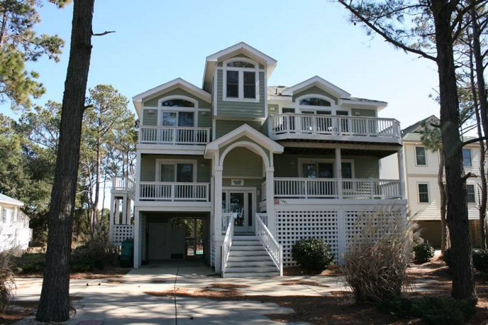 Corolla vacation rental with Finnegan  s Wake
