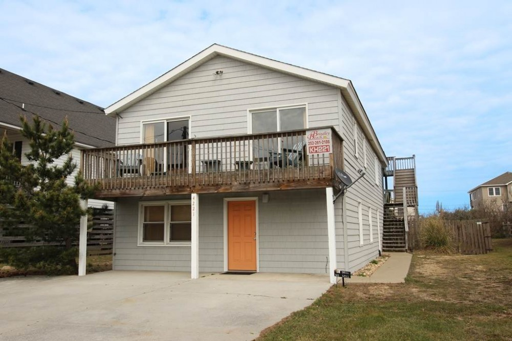 Kitty Hawk vacation rental with Shoebie  s Hangout