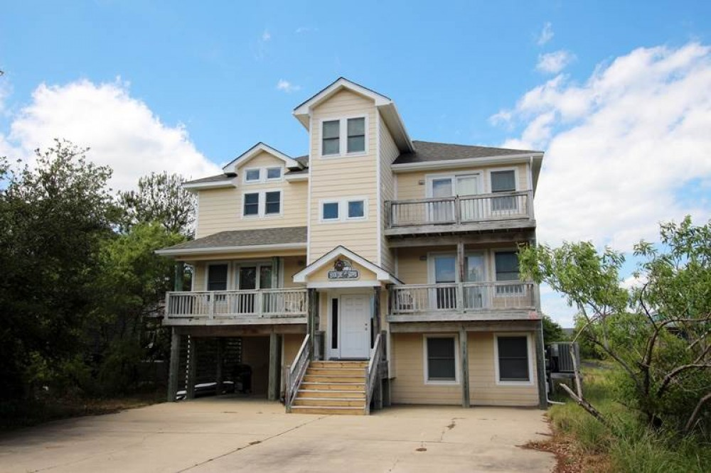 Corolla vacation rental with Hook  Line   Skipper