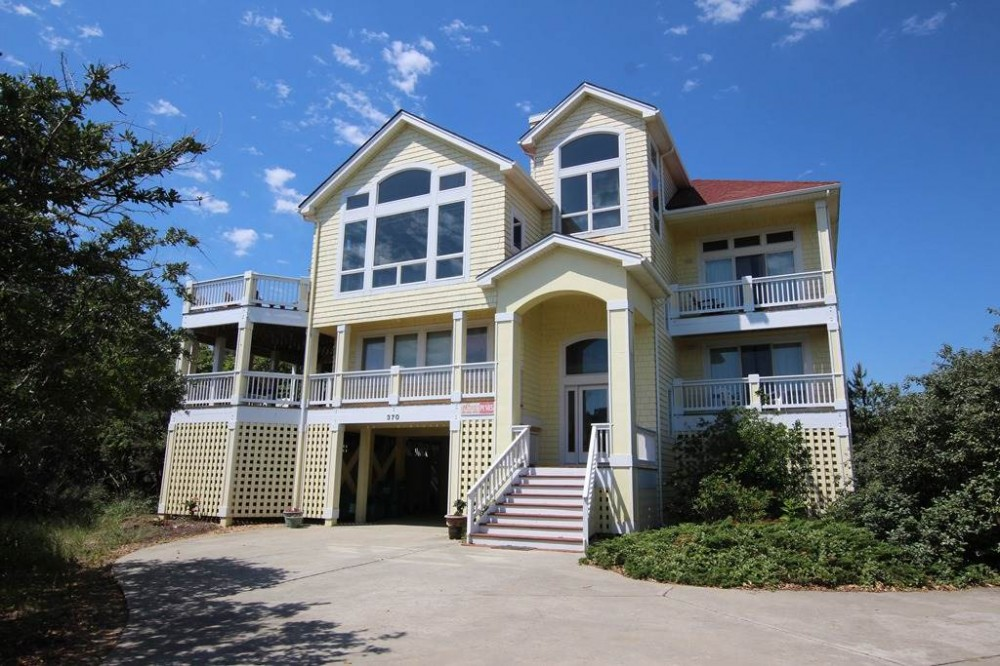Corolla vacation rental with Four Seasons