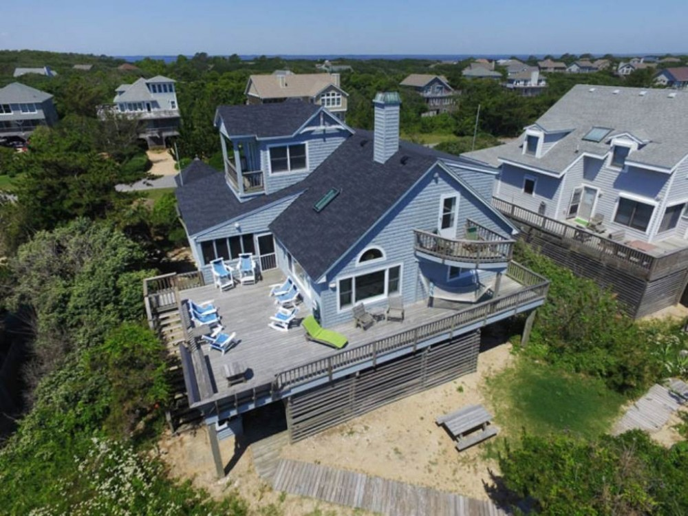 Duck vacation rental with Bayley  s Light