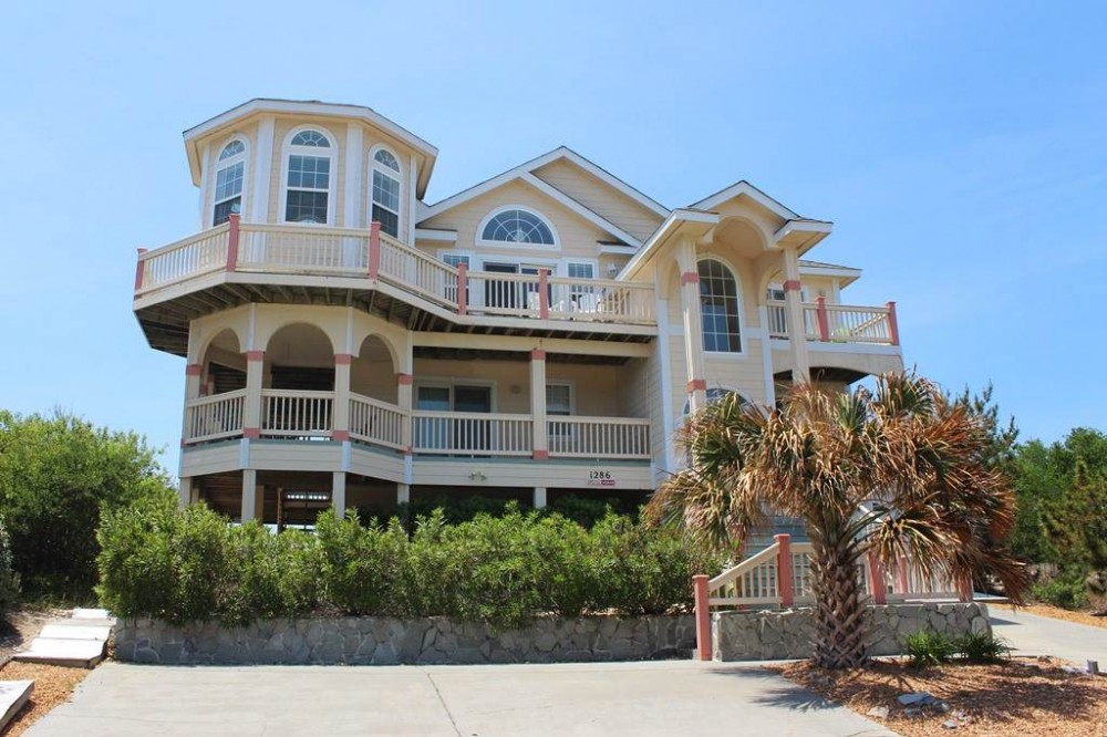 Corolla vacation rental with Royal Palms