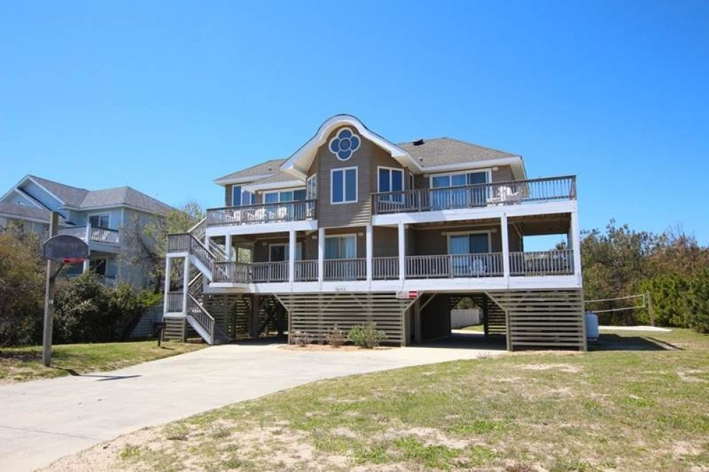 Corolla vacation rental with VA Whale