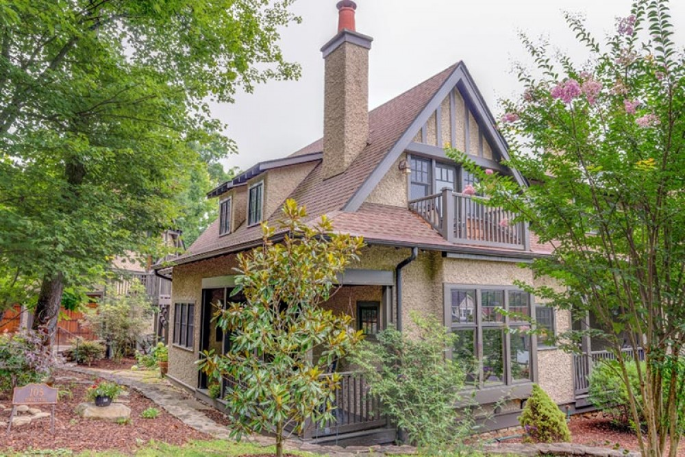 Black Mountain vacation rental with CheshireCarriageHouse