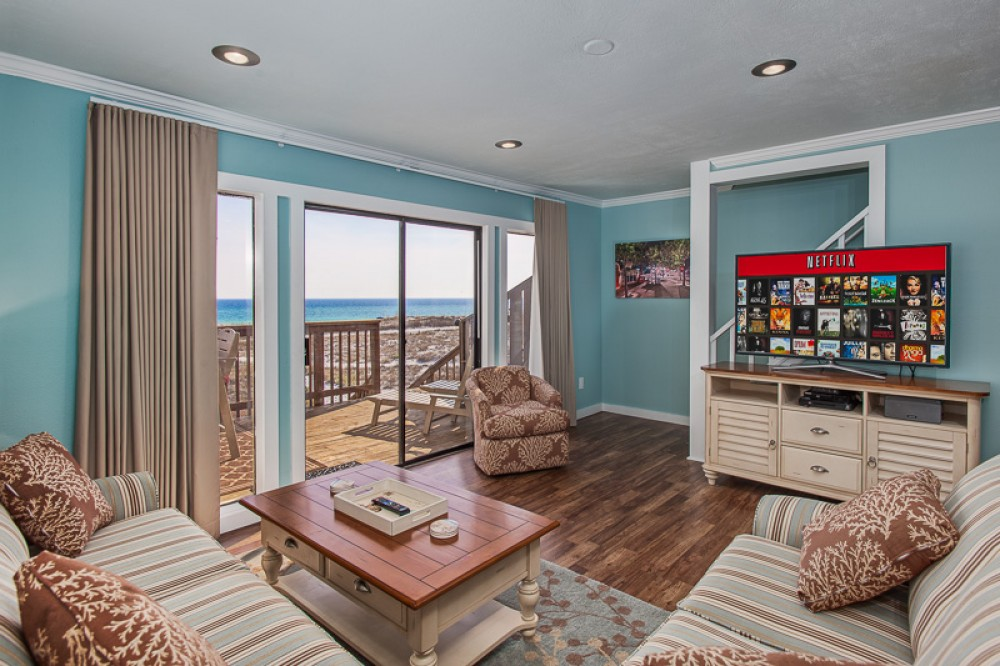 Santa Rosa Beach vacation rental with Living Room view facing south west with 55  HDTV withl HD Cable and Netflix Streaming