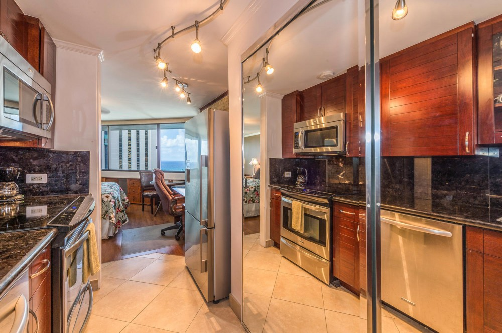 Honolulu vacation rental with Kitchen