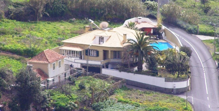 LARGE LUXURY VILLA WITH POOL / ROOM, EN SUITE FULL TOURIST LICENCE+INSURANCE