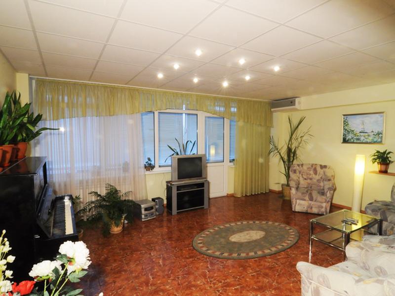 Tiger apartment - 3 Bedroom Kiev Holiday Rentals
