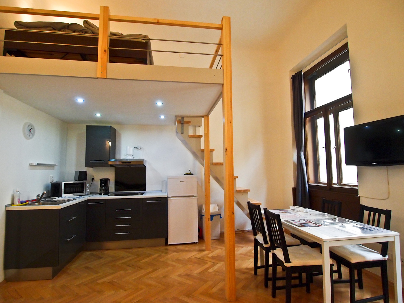 Apartment Rosa - Spacious and Just 2 Minutes walk from Old Town Square