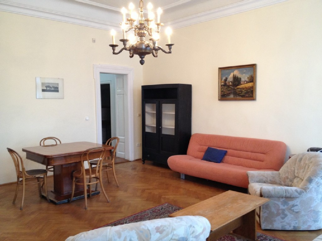 Directly in the city, charming apartment with 2 balconies and beautiful views