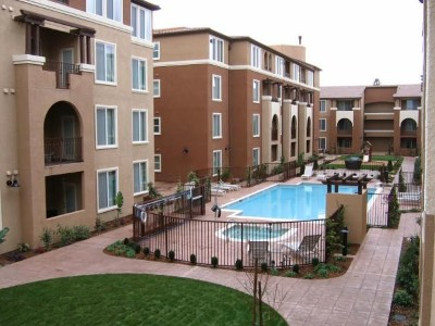 Modern Condo with Pool - Santana Row Area - Walk to Shopping & Restaurants!!