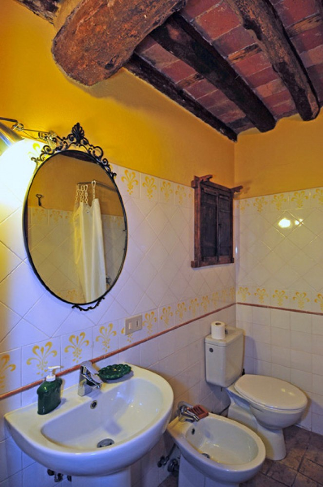 lucca vacation rental with