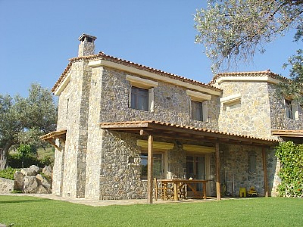Semi-detached Villa surrounded by olive groves, 200 meters from the sea