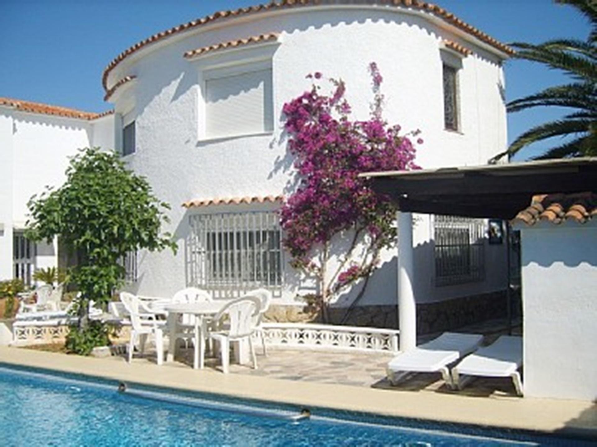 Apartment Villa Lydia, 4 Sleeps, Pool, 200m sea, WIFI,