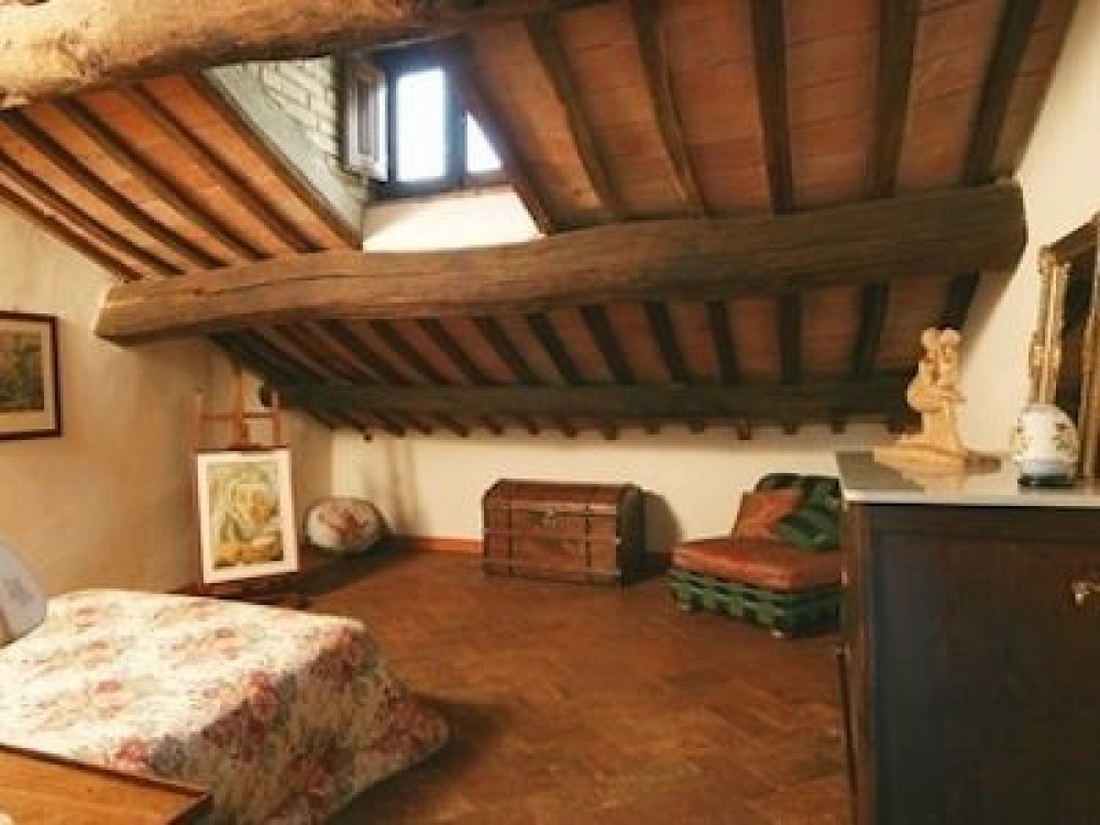 Beautiful Etruscan Mansard