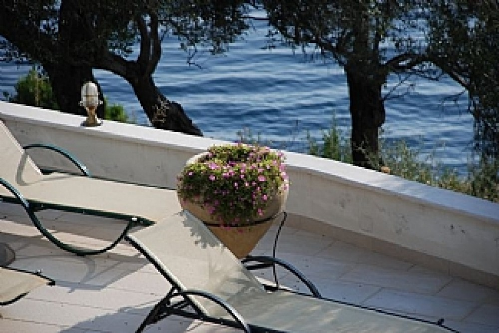 Situated On The Waters Edge Overlooking The Beach Of Barbati