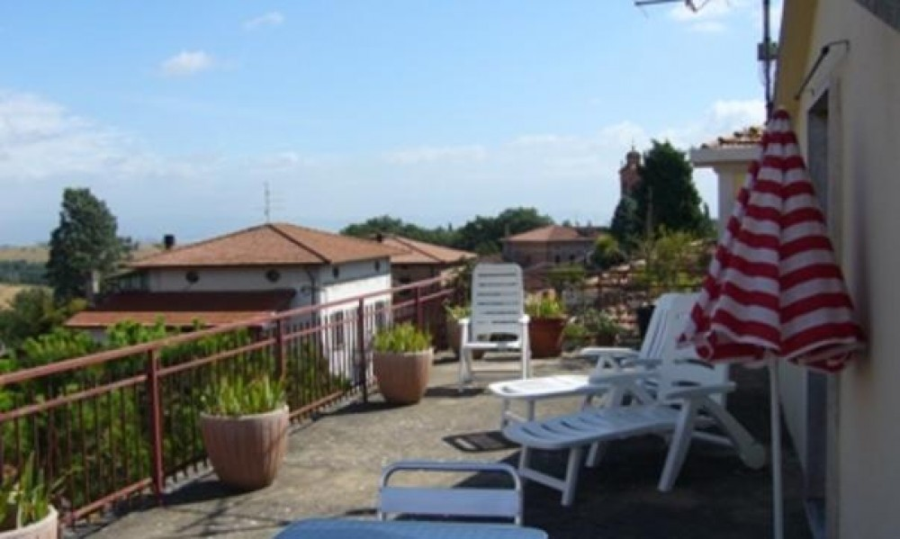 RESIDENCE - I DUE LAGHI - HOLIDAY FLATS IN HILL BORDER TUSCANY