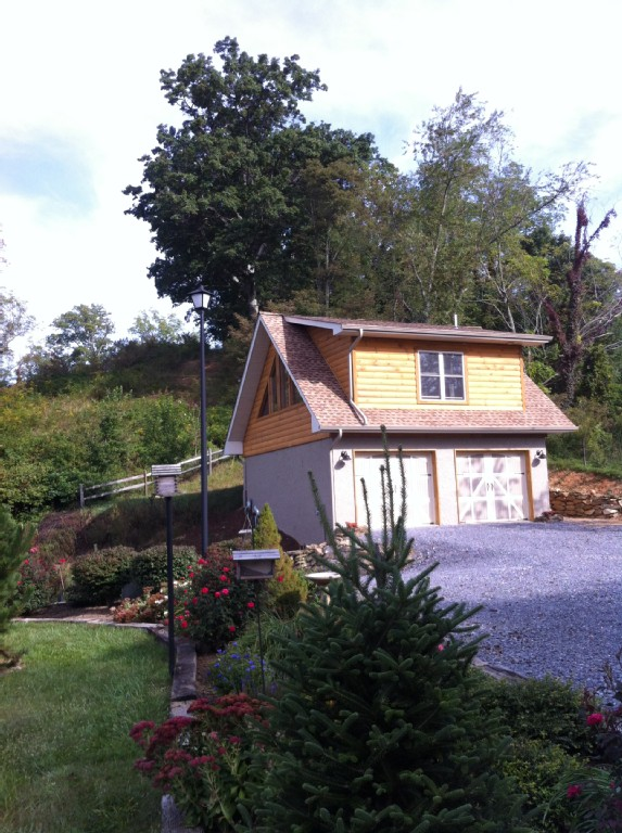 New, Immaculate Cabin with Spectacular Views