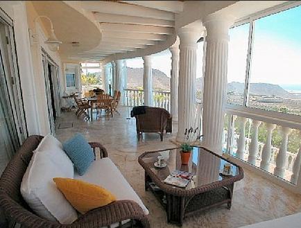 Chayofa, Penthouse Vistamar in große Villa mit Pool, nahe Strand und Golfplatz