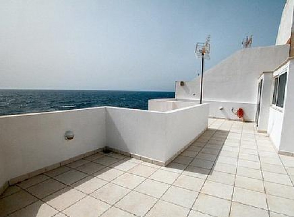 Apt. Playa Perla 1, Apartment on the beach with bay / beach front