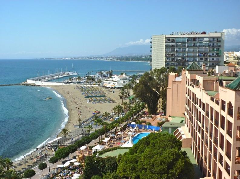 1ST LINE BEACH IN THE CENTER OF MARBELLA
