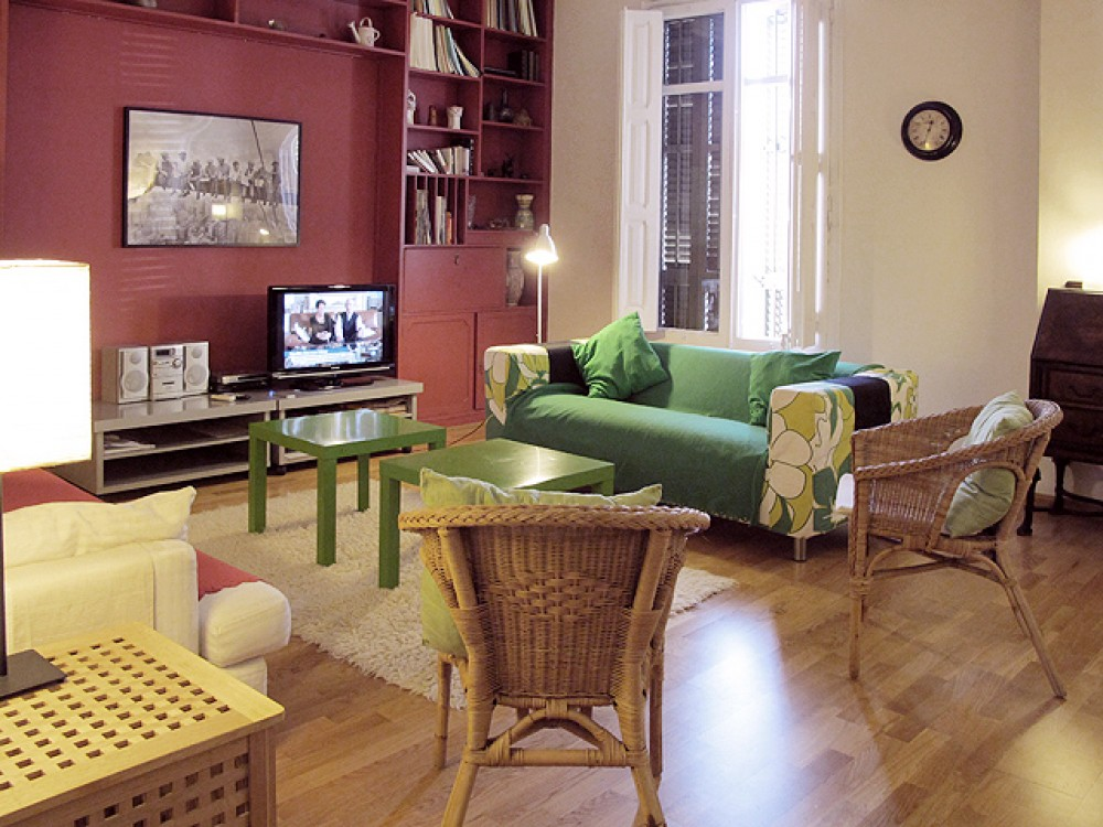 Spring Time Discounts in Classic Central 4 Bedroom Apartment